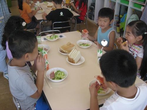 お泊まり保育 朝食のサムネイル画像