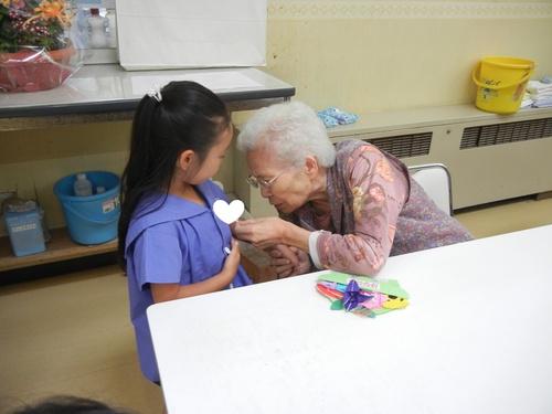 H28 おばあちゃんと交流.jpgのサムネイル画像