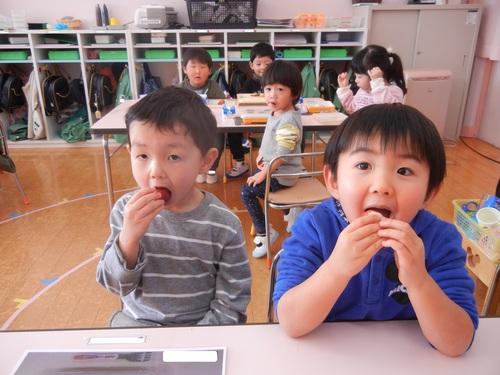 H30 ネクスコ イチゴ 食べる 2.jpgのサムネイル画像